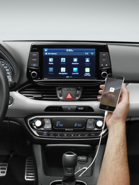 hyundai i30 interior connectivity